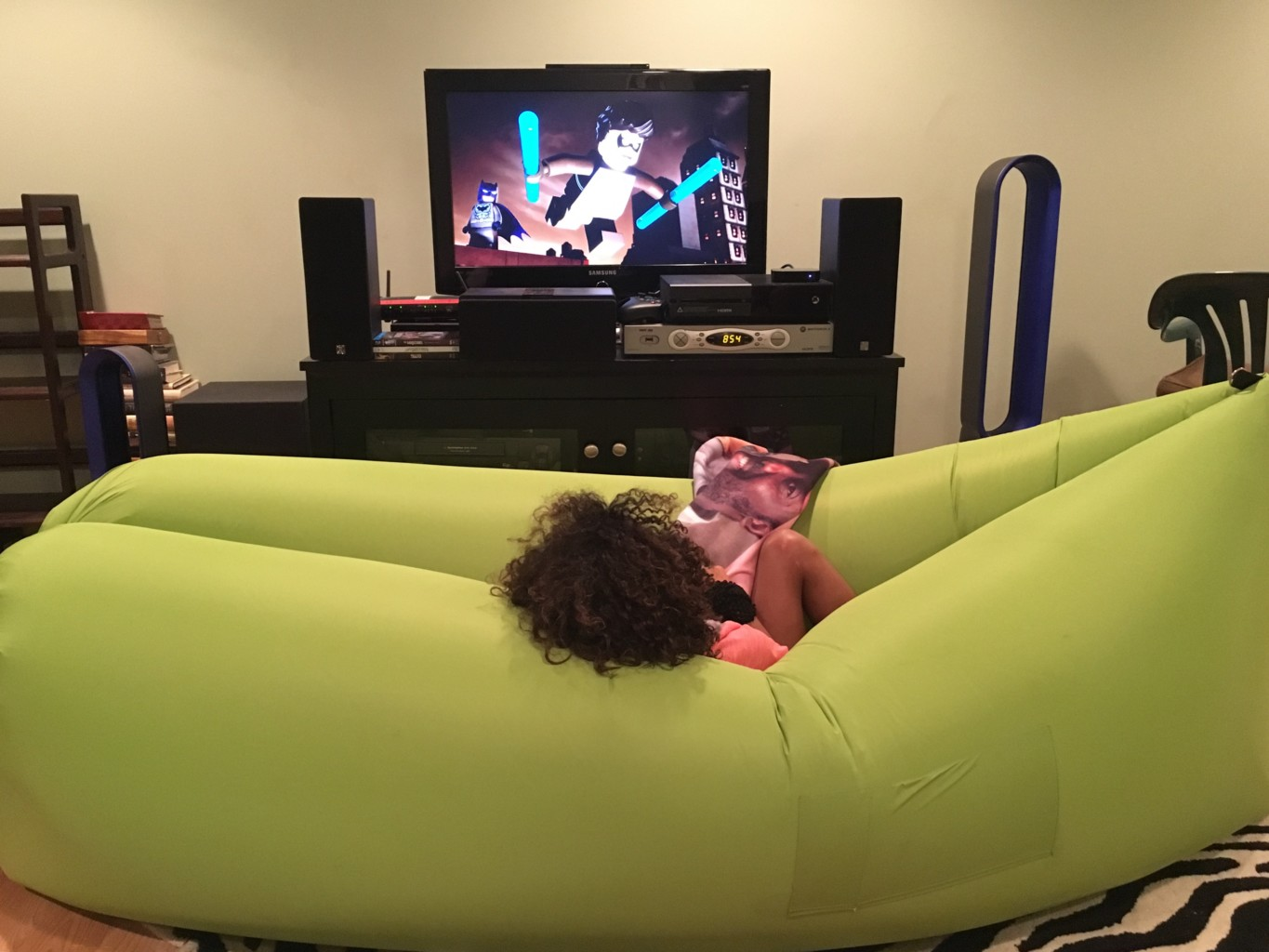 inflatable lounge furniture. Alex Yarde, Geek \u0026 Gentleman Of Leisure, Reviews The New Summer Essential He Never Knew Needed, SUMO AIR Lounger! Inflatable Lounge Furniture