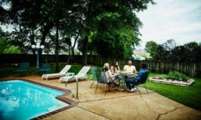 Pros and Cons of Different Varieties of Swimming Pools