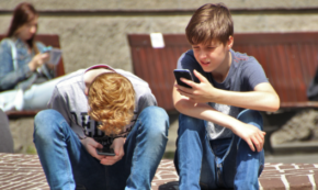 9 Key Things To Consider Before Giving a Smartphone To Your Child
