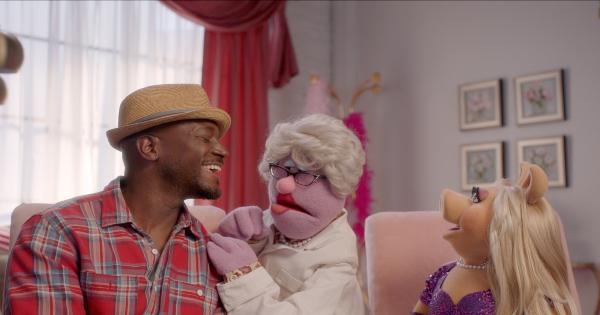 due date, muppets now, tv show, comedy, pilot, review, disney plus